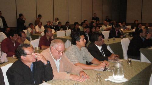 La foto muestra parte de los asistentes en Guatemala