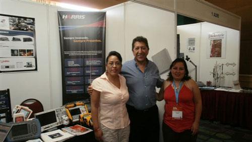 Alejandro Fragoso y personal de Dicimex