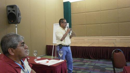 Ing. Carlos Millan durante su charla sobre el uso de las antenas del unipolo doblado en diplexores