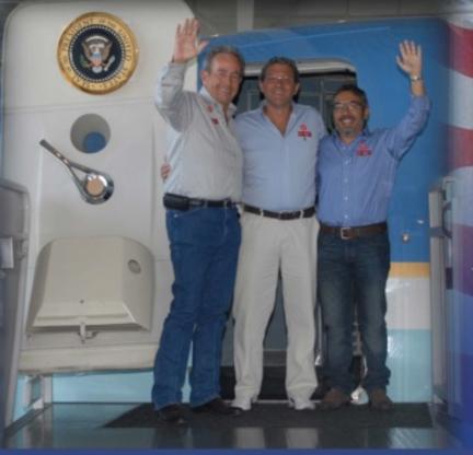 En un nuevo destino - Philip Cox con Gustavo Fayard y Gustavo Pesci los dos fundadores de HARDATA.