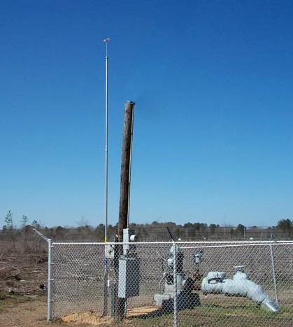Crossett wellhead protected by LBA Technology PLP-22 lightning mast